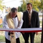 Uroczystego otwarcia ŚWIETLICY dokonują Ks. Proboszcz Jan Kieczyński oraz wójt Witold Wójcik