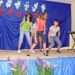 taniec w wykonaniu gimnazjalistek